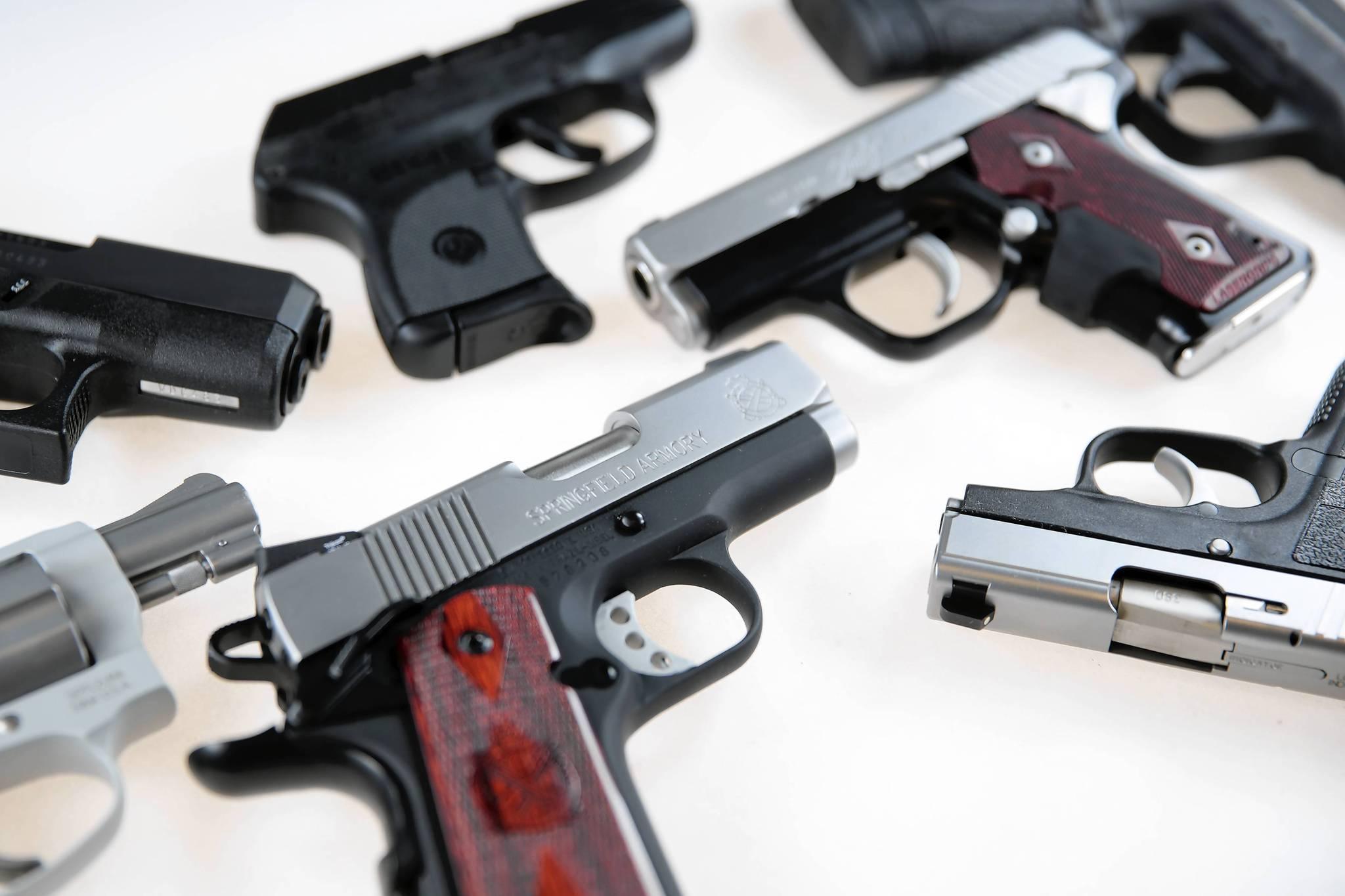ct handguns-chicago-met 0107