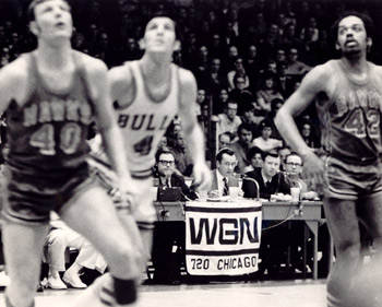 Len doing play-by-play for a Chicago Bulls game.