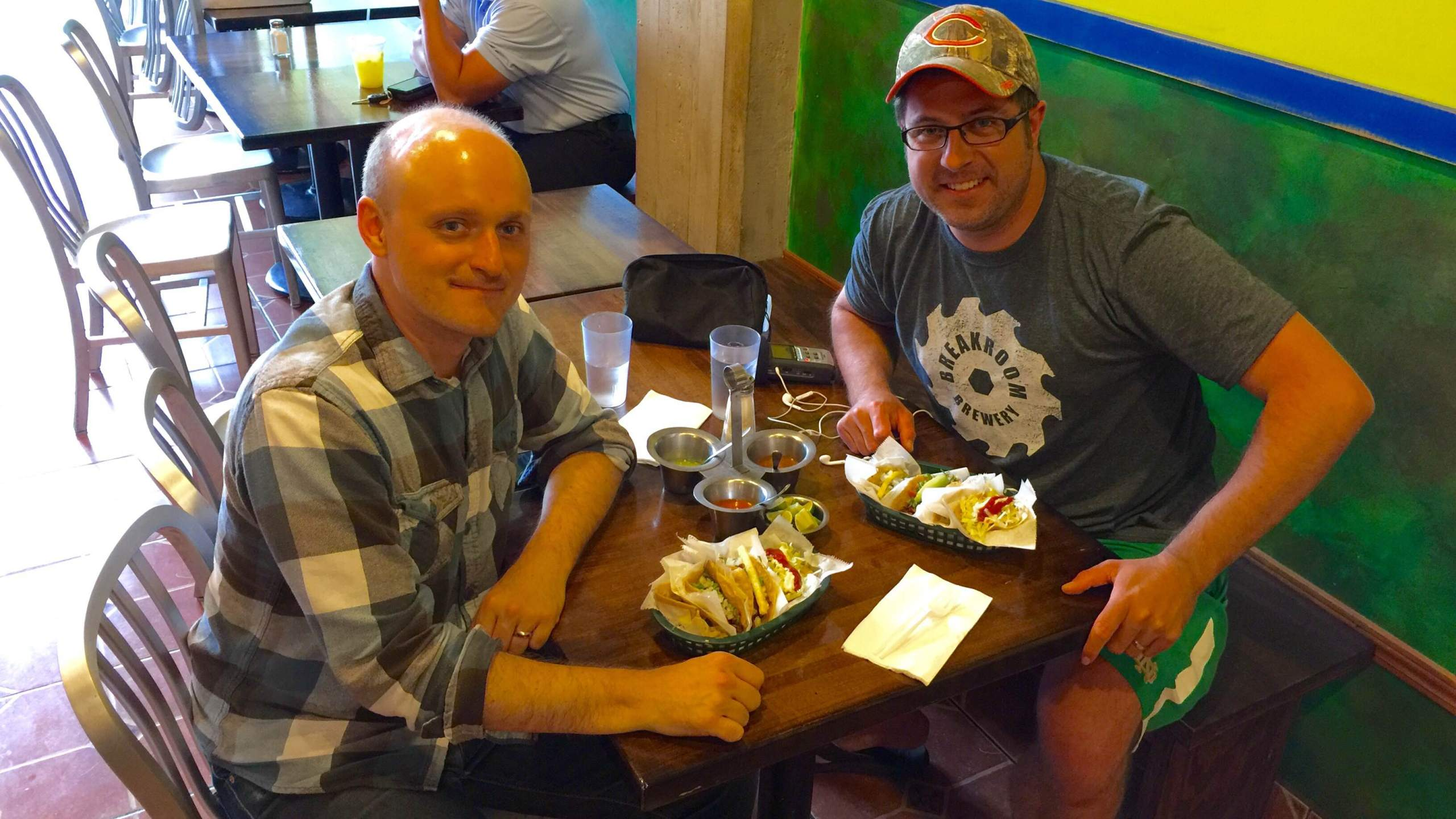 Chicago Tribune writer Nick Kindelsperger and OTL host Mike Stephen talk tacos at La Lagartija Taqueria. #mikelovestacos