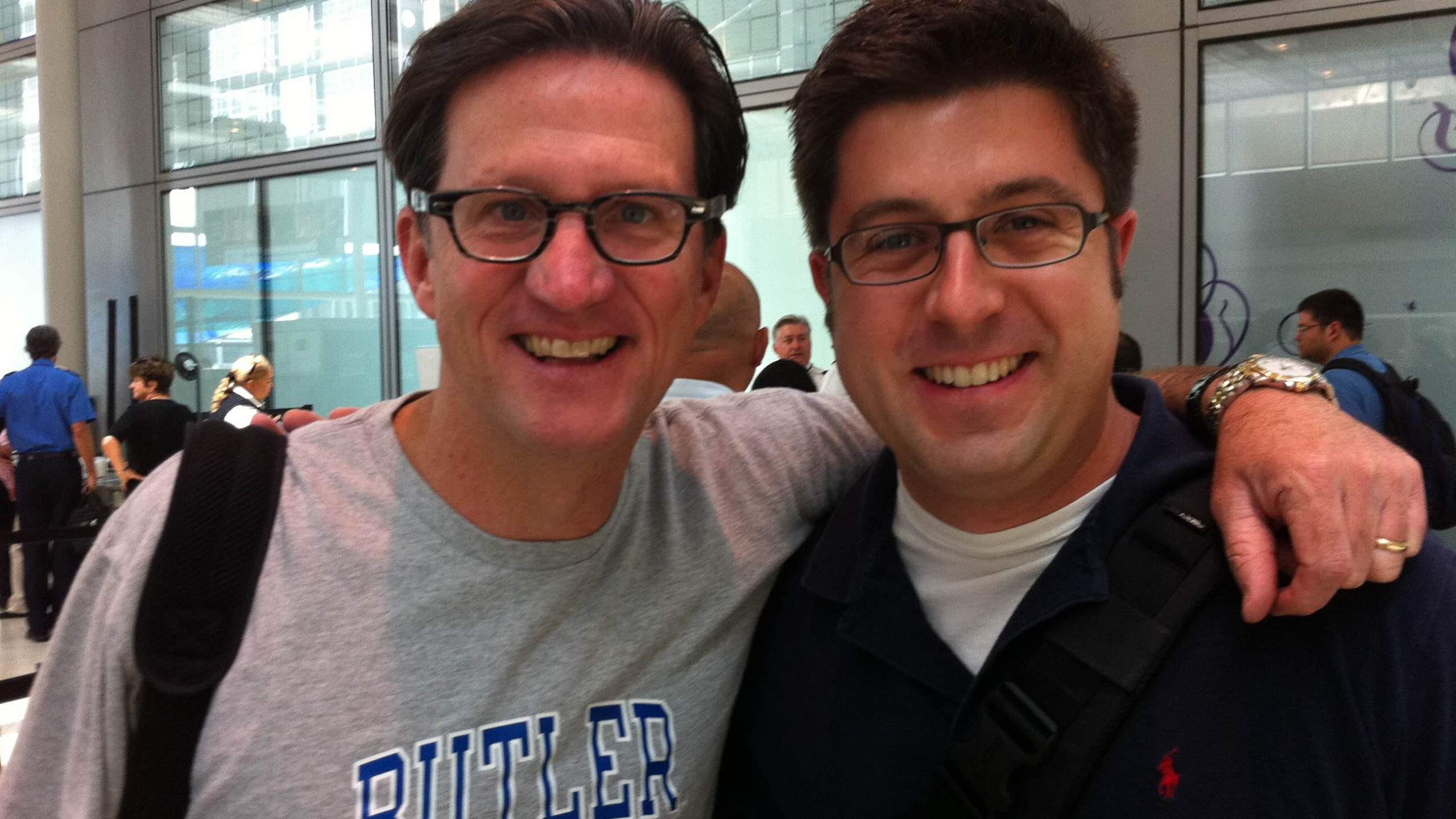 WGN Radio host John Williams bumps into OTL host Mike Stephen at O'Hare International Airport... but they did not dine at The Publican. [photo circa August 3, 2011]