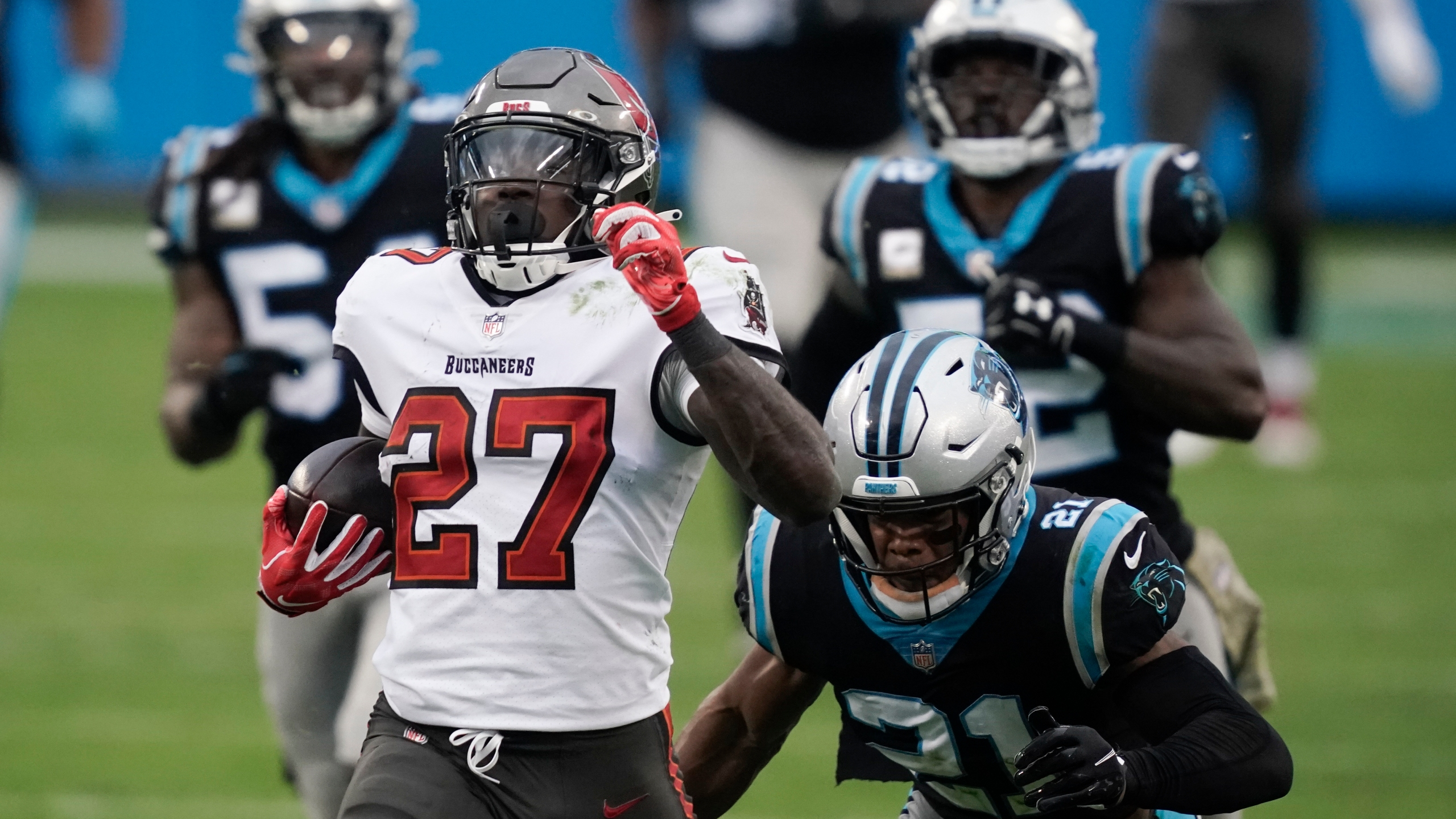 Ronald Jones Proving His Worth To Surging Buccaneers Offense Wgn Radio 720 Chicago S Very Own