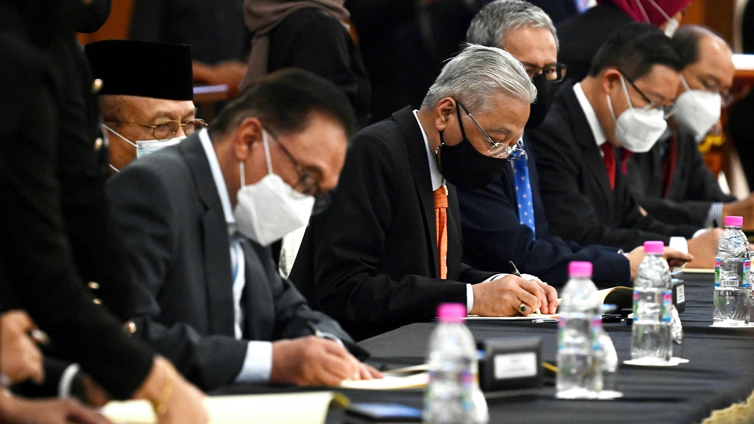 Ismail Sabri Yaakob, Anwar Ibrahim